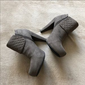 New GUESS Gray Trixie Boots